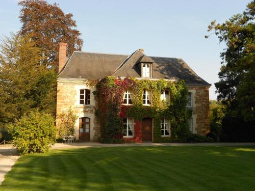 Prieuré Saint-Michel : Bed and Breakfast near Villedieu-lès-Bailleul