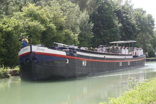 Serenity Barge : Bed and Breakfast near Saint-Étienne-à-Arnes