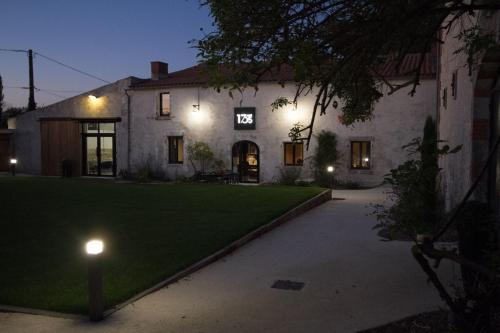 B&B Le Carré 1705 : Bed and Breakfast near Bourgneuf