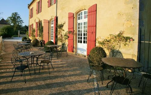 Chateau Mont d'Onel : Bed and Breakfast near Lanquais