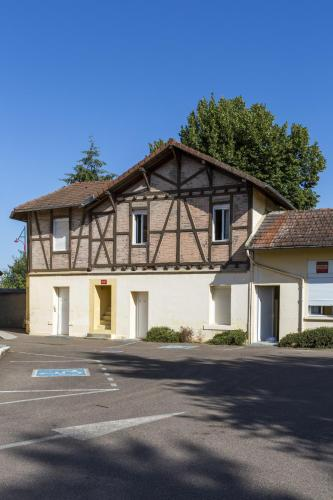 Hôtel & Résidence Avermes : Hotel near Marigny