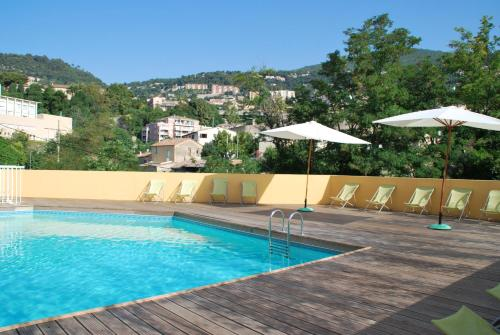 Résidence Le Virginia by Popinns : Guest accommodation near Châteauneuf-Grasse