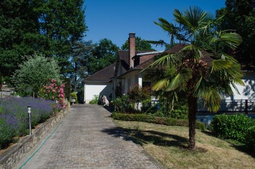 La Demeure des Tilleuls : Bed and Breakfast near Châtenay-Malabry
