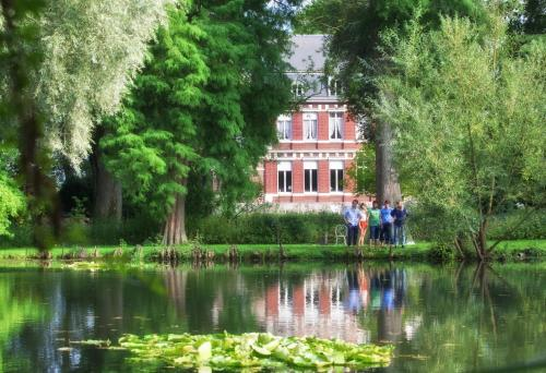 Manoir de la Peylouse : Bed and Breakfast near Robecq
