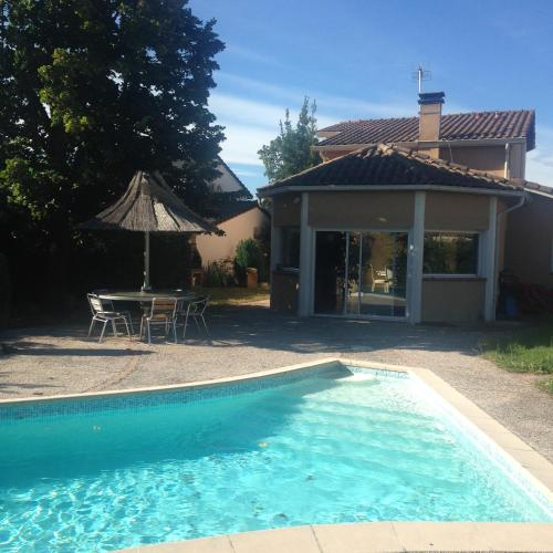 Villa Toulouse with Swimming Pool : Guest accommodation near Garidech