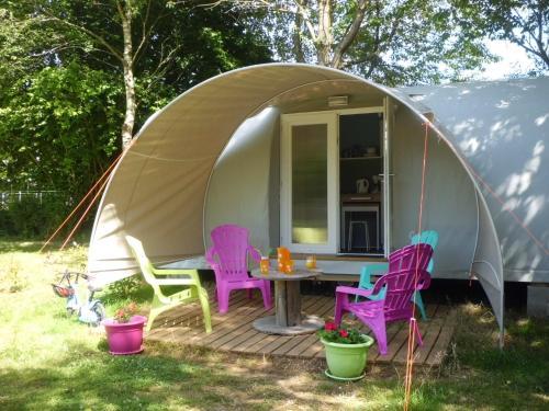 Camping des Cerisiers : Guest accommodation near Tréhorenteuc