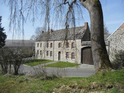 Ferme De Guersignies B&B : Bed and Breakfast near Solrinnes