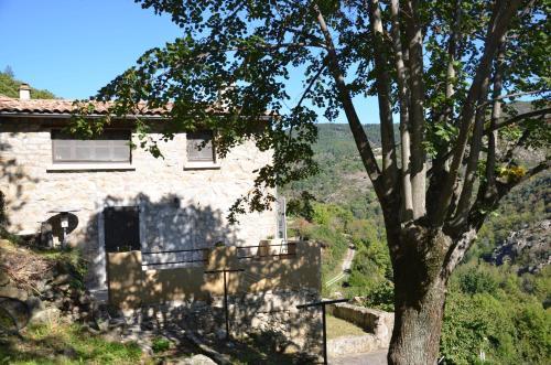 Gîte L'esquiròu : Guest accommodation near Genestelle