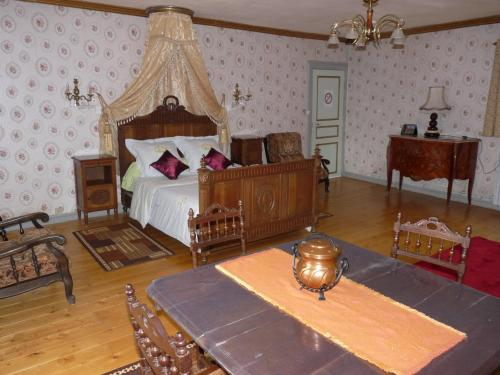 Chambres Du Pavo Real : Bed and Breakfast near Crouay