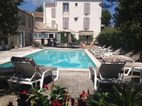 Logis Les Magnanarelles : Hotel near Maussane-les-Alpilles