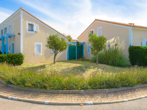 Lagrange Vacances Le Scarlett et Les Soleillades : Guest accommodation near Palavas-les-Flots