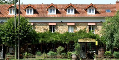 Au Bord du Lac : Hotel near La Celle-les-Bordes