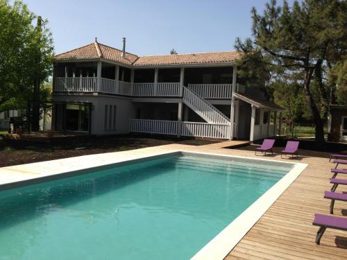 Domaine De Giron : Bed and Breakfast near Saint-Genès-de-Blaye