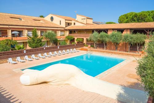 Lagrange Vacances Résidence du Golf : Guest accommodation near Saleilles