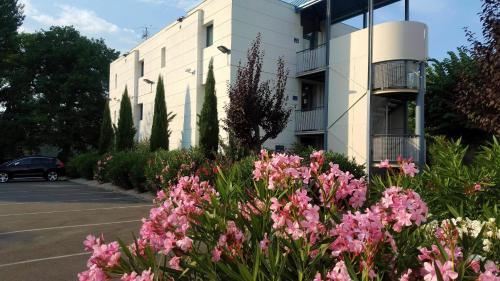 Innostar : Hotel near Goyrans