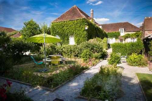 Aux Charmes de Maintenon : Bed and Breakfast near Jouy