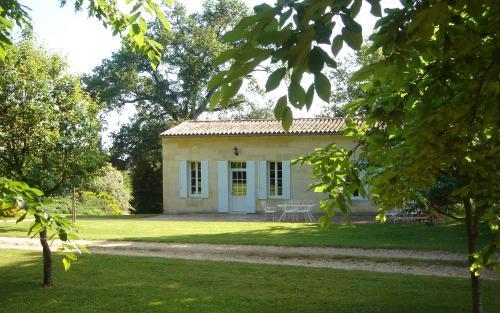 Château Guibeau : Guest accommodation near Les Artigues-de-Lussac