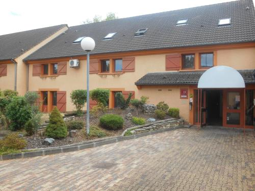 Mondhotel Chelles : Hotel near Courtry