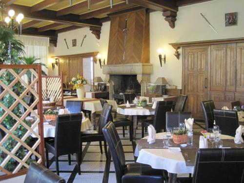 Hôtel Restaurant Du Château : Hotel near Néant-sur-Yvel