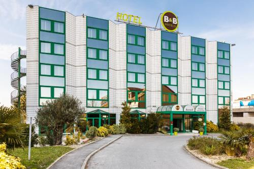B&B Hôtel ORLY RUNGIS Aéroport : Hotel near Paray-Vieille-Poste