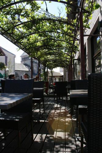 Hotel Restaurant Cousseau : Hotel near Liposthey