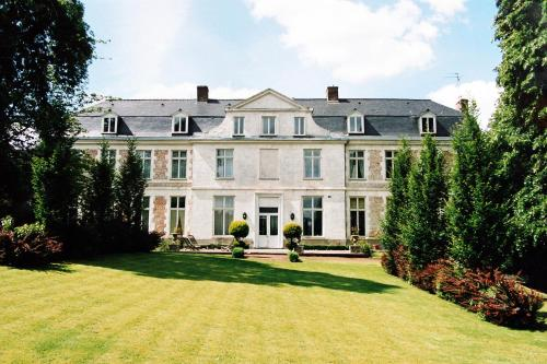 Chateau de Courcelette B&B : Bed and Breakfast near Willems
