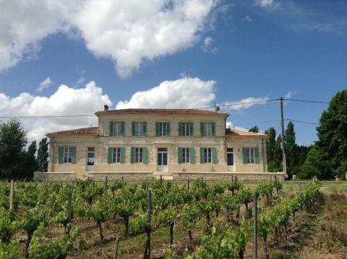 Gites Gayet : Guest accommodation near Saint-Genès-de-Blaye
