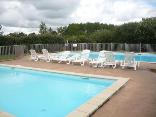 Terres de France - Natura Resort Pescalis : Guest accommodation near Le Beugnon