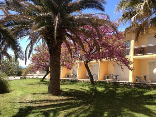 Hotel Restaurant La Garenne : Hotel near Trouillas