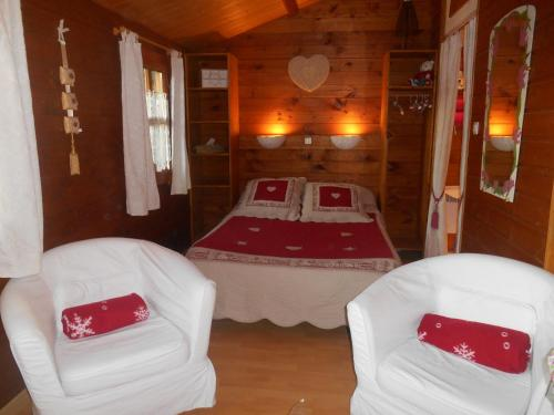 Chalet Petite Fleur : Bed and Breakfast near Laviéville
