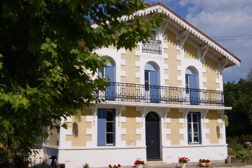 Montplaisir : Bed and Breakfast near Pommiers-Moulons
