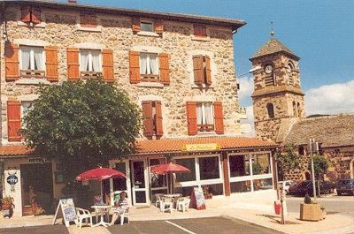 Logis Le Clair Logis : Hotel near Borée