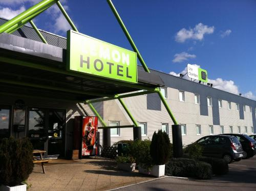 Lemon Hotel Arques : Hotel near Remilly-Wirquin