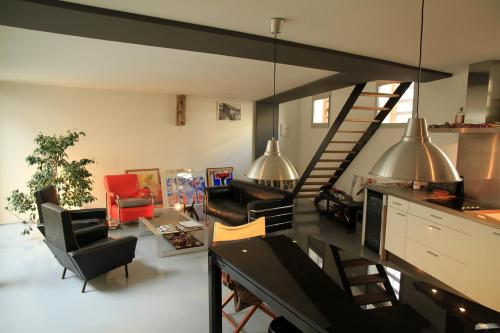 Très Beau Loft 100m2 : Apartment near Bouliac