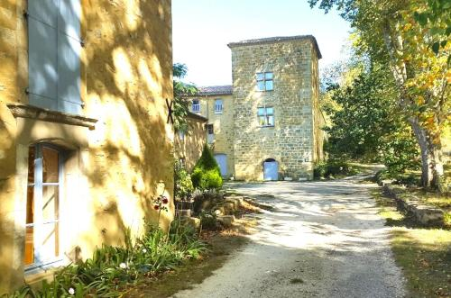 Le Castillou : Guest accommodation near Coustaussa