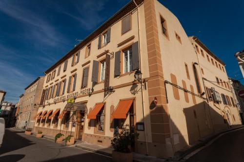Logis Hotel Moderne Et Pigeon : Hotel near Pauligne