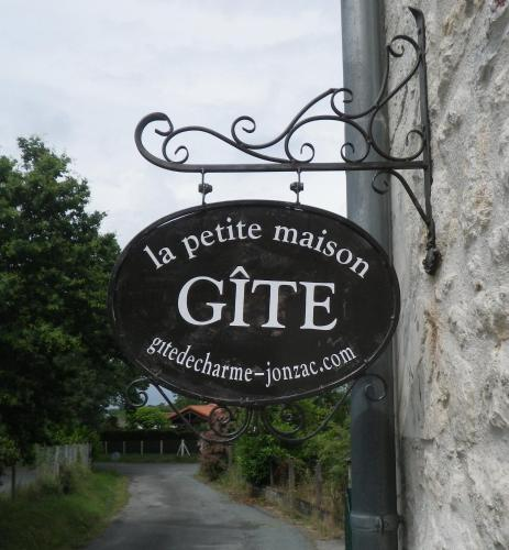 La Petite Maison - Gîte De Charme : Guest accommodation near Clam