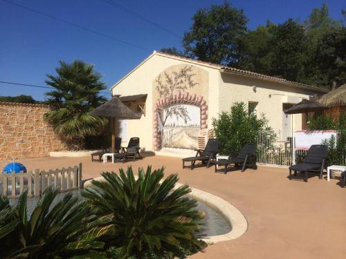 Camping La Montagne : Guest accommodation near Bédarrides