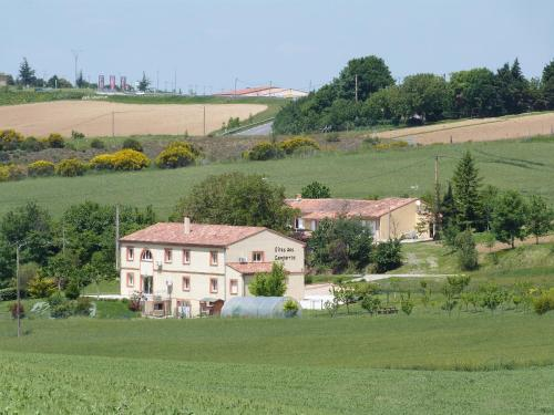 Gites des Camparros : Guest accommodation near Rieumajou