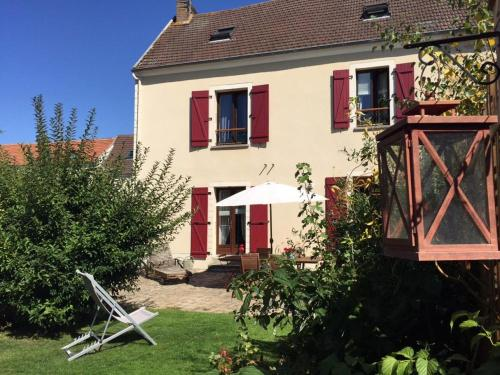 Gite Les Volets Rouges : Guest accommodation near Brignancourt