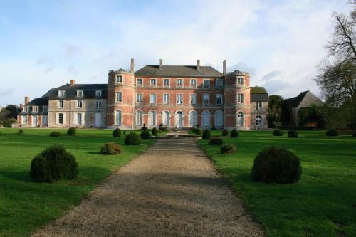 Château De Denonville : Bed and Breakfast near Intréville