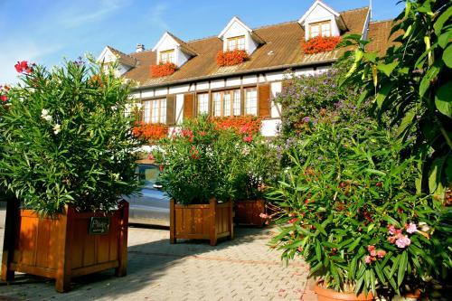 Aux Deux Clefs Hostellerie Groff : Hotel near Weckolsheim
