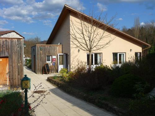 Auberge de l'Ile d'Amour : Hotel near Saint-Pal-de-Senouire