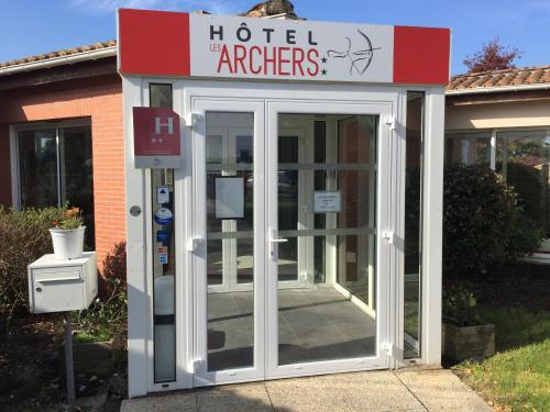 Hôtel Les Archers : Hotel near Chambretaud