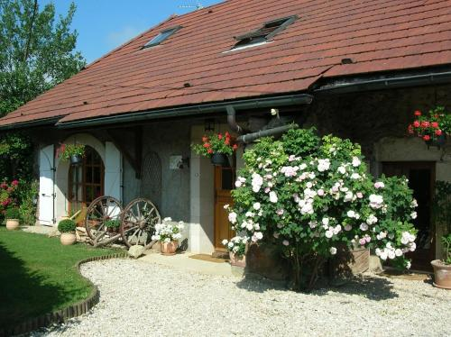 La Bergerie : Bed and Breakfast near Sallenôves