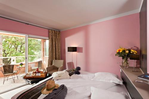 Hostellerie du Val de Sault : Hotel near Saint-Trinit