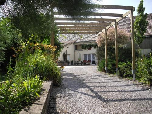 Domaine de la Pommeraie : Bed and Breakfast near Beaudricourt