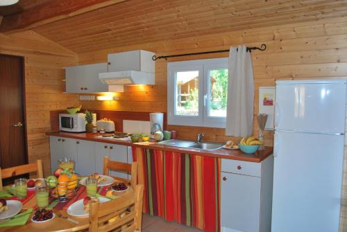 Lagrange Grand Bleu Vacances - Residence Les Ségalières : Guest accommodation near Aynac