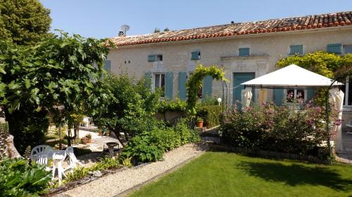 Maison Du Ruisseau : Guest accommodation near Aubeville