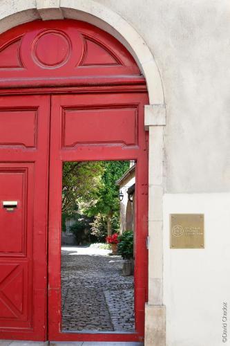 La Cour Berbisey - Les Collectionneurs : Guest accommodation near Dijon